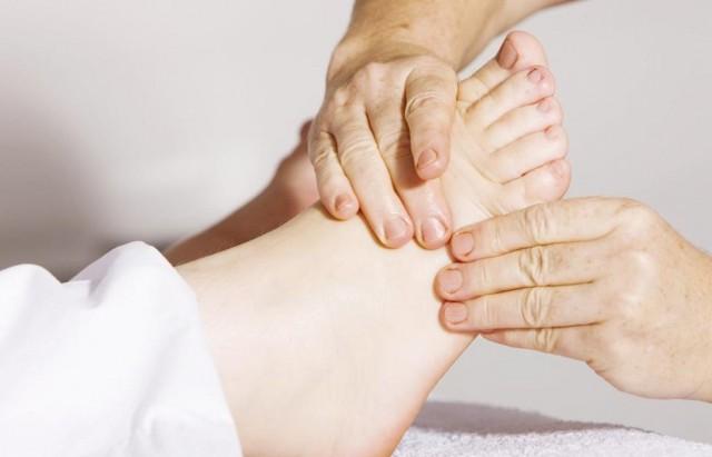 اعراض زيادة الاملاح في الجسم تورم القدمين إذاعة الشباب